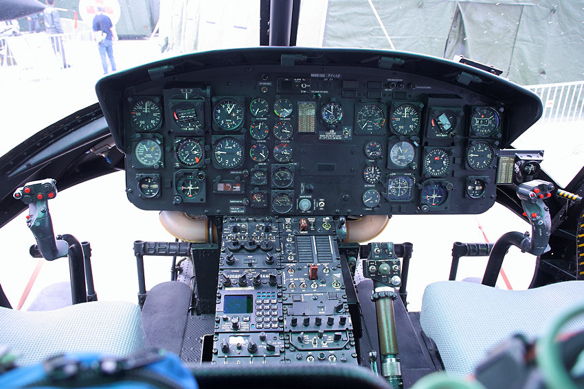 Bell UH-1 Iroquois - Cockpit