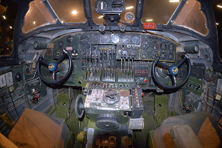 CONSOLIDATED B-24D LIBERATOR - Cockpit