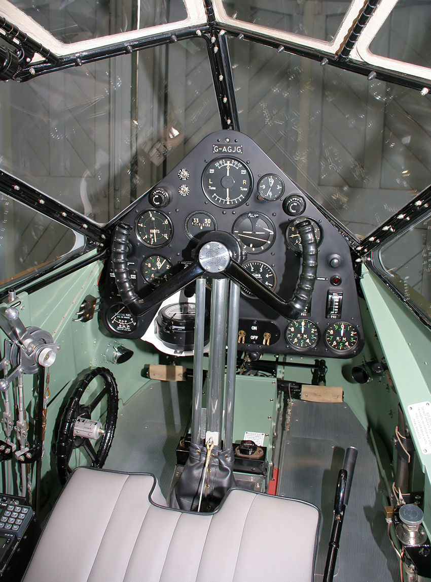 De Havilland DH 89 Dragon Rapide: Cockpit