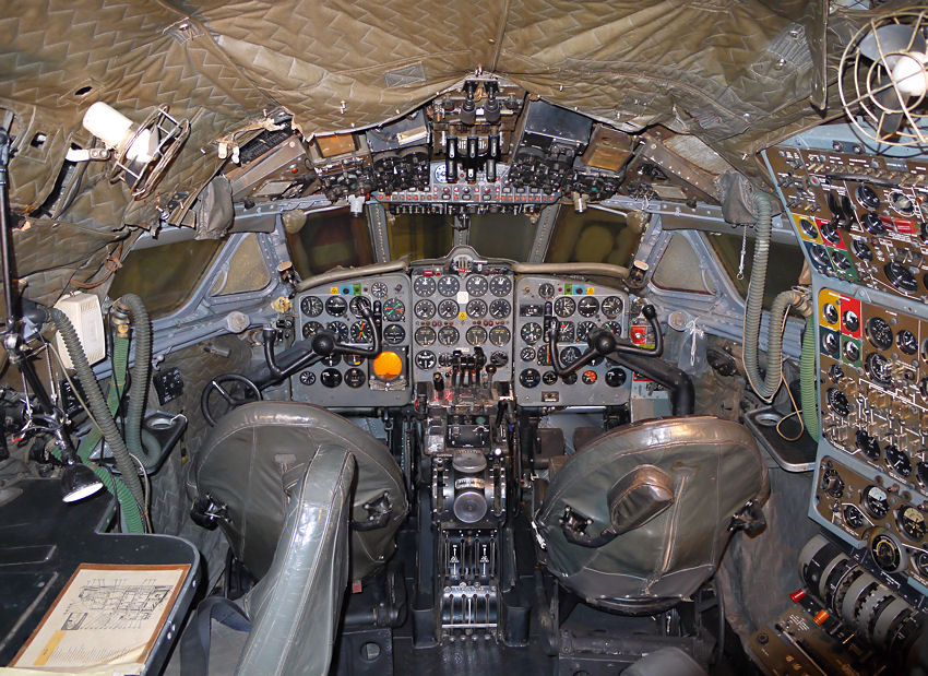 De Havilland Comet 1A:  Cockpit