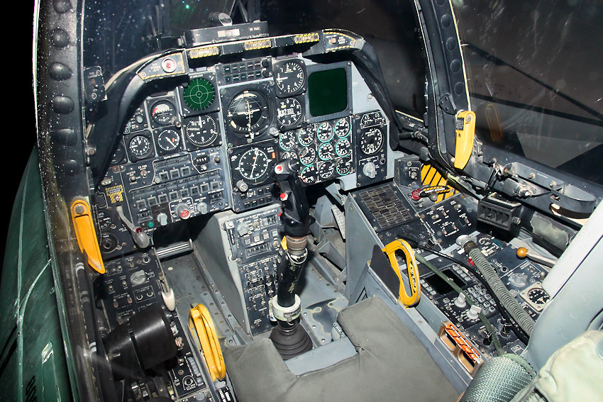 Fairchild Republic A-10A - Cockpit