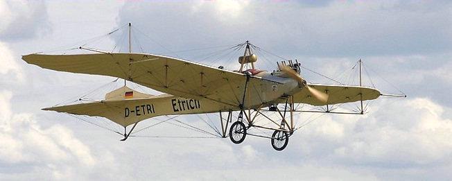 Etrich Taube D II (1910): Flug des historischen Fluggerätes Loading