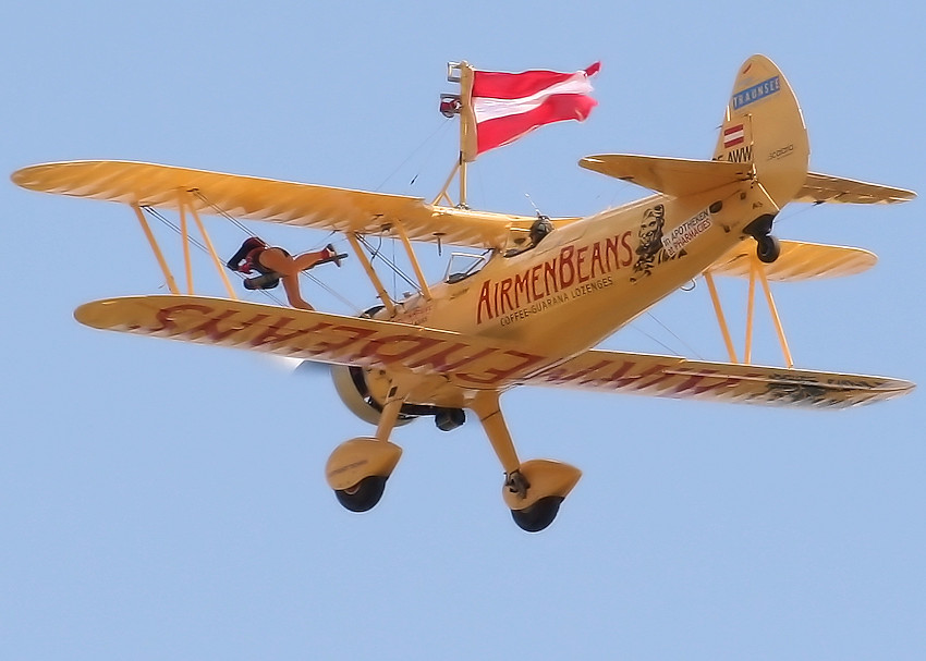 Stearman PT 17 Wingwalking