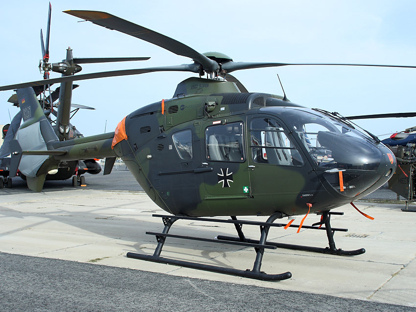 eurocopter ec 135 hubschrauber der bundeswehr. Black Bedroom Furniture Sets. Home Design Ideas