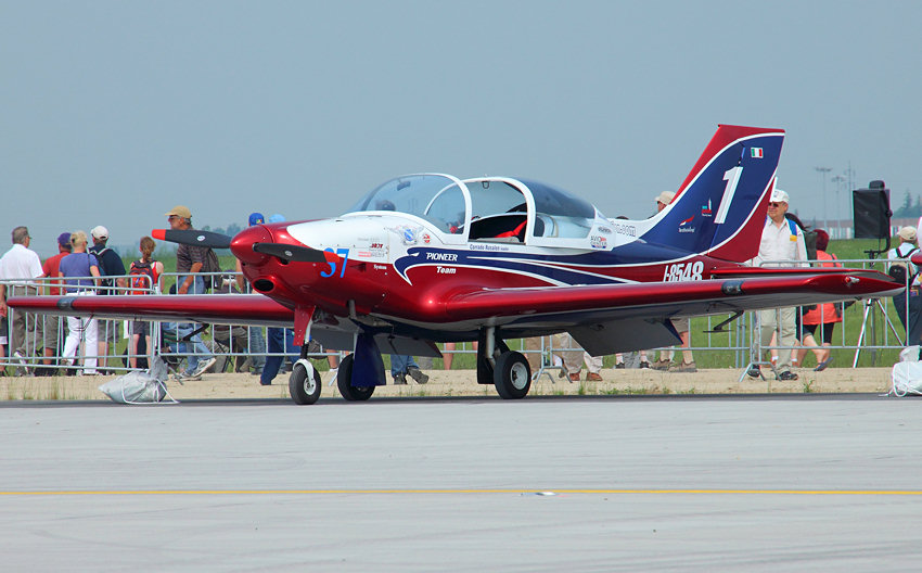 Alpi Aviation Pioneer 330 Acro: Das Pioneer Team zeigt Kunstflug