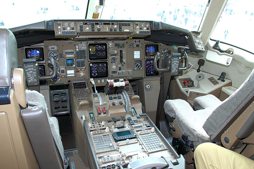 Boeing KC-767 - Cockpit