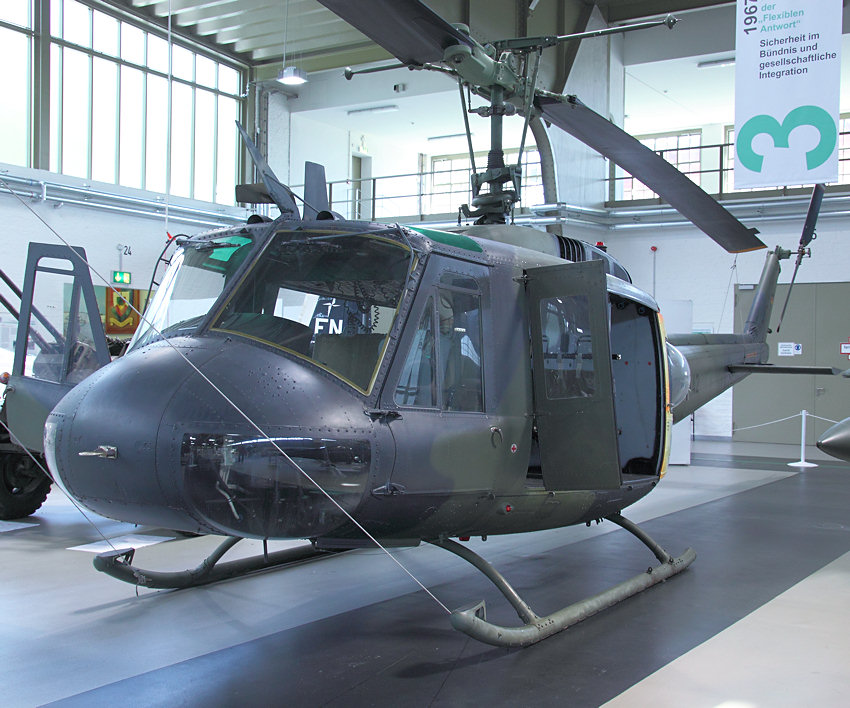 Bell UH-1 D - Halle