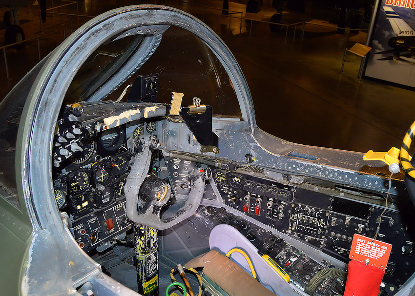 Martin B-57B Canberra - Cockpit links
