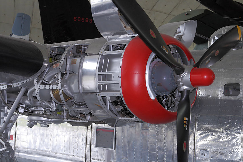 Consolidated B-24 - Motor