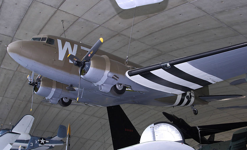 Douglas C-47 Dakota: freitragender Tiefdecker der Royal Air Force von 1943