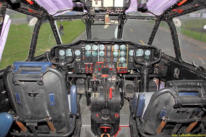 Nord Aviation N 2501D Noratlas: Cockpit des Militärtransporters