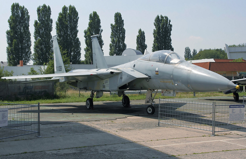 flugzeug f 15