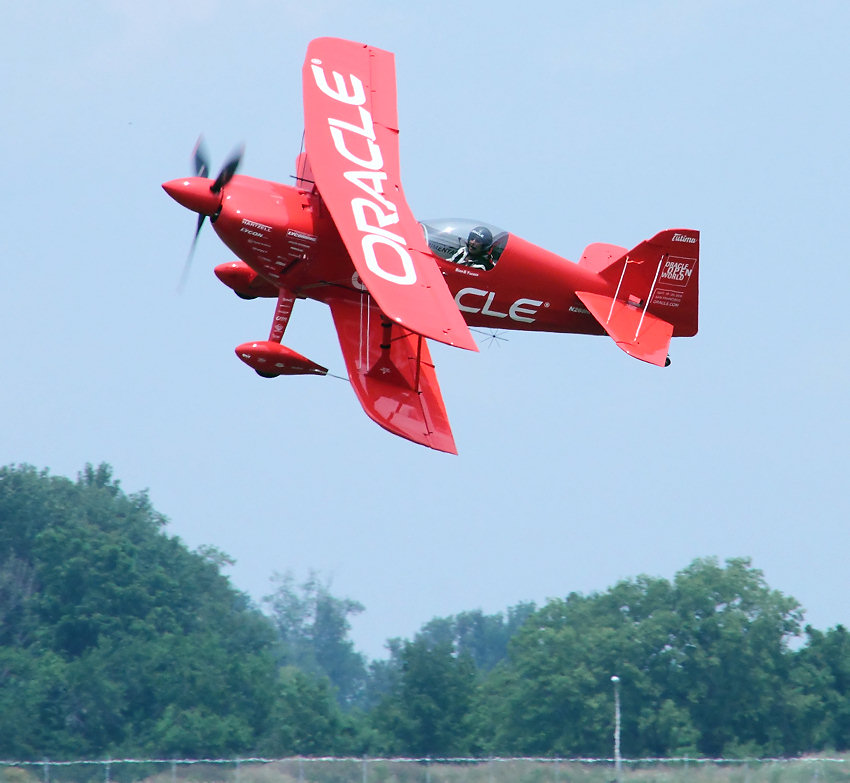 Challenger II - Aerobatics: Aviation Specialists Sean T. Tucker macht Kunstflug in Dayton / Ohio 2010