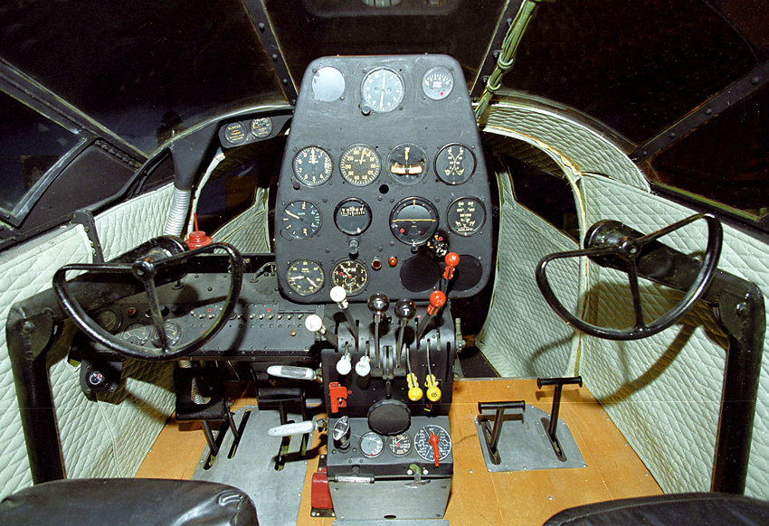 Beech AT-11 - Cockpit