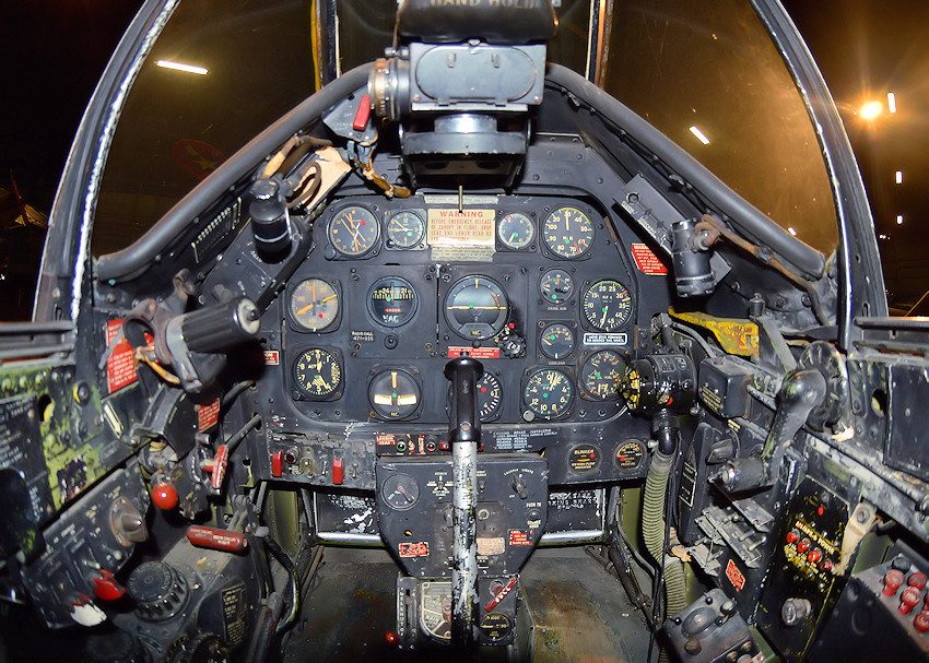 North American P-51D - Cockpit