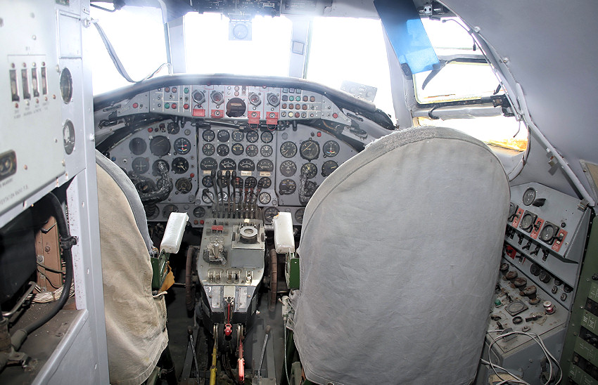 Vickers Viscount 800 - Cockpit