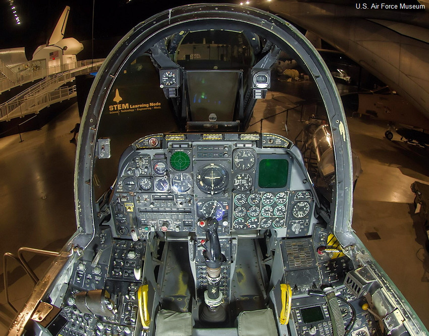 Fairchild Republic A-10 - Cockpit